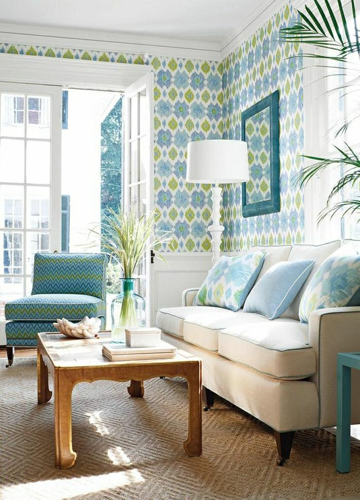 1-salon-aménagement-couleur-turqoise-table-basse-de-salon-fleurs-canapé-bleu-ciel-mur-coloré