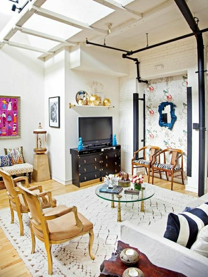 1-salon-design-moderne-coloré-meuble-tv-design-table-basse-en-verre-parquet-clair
