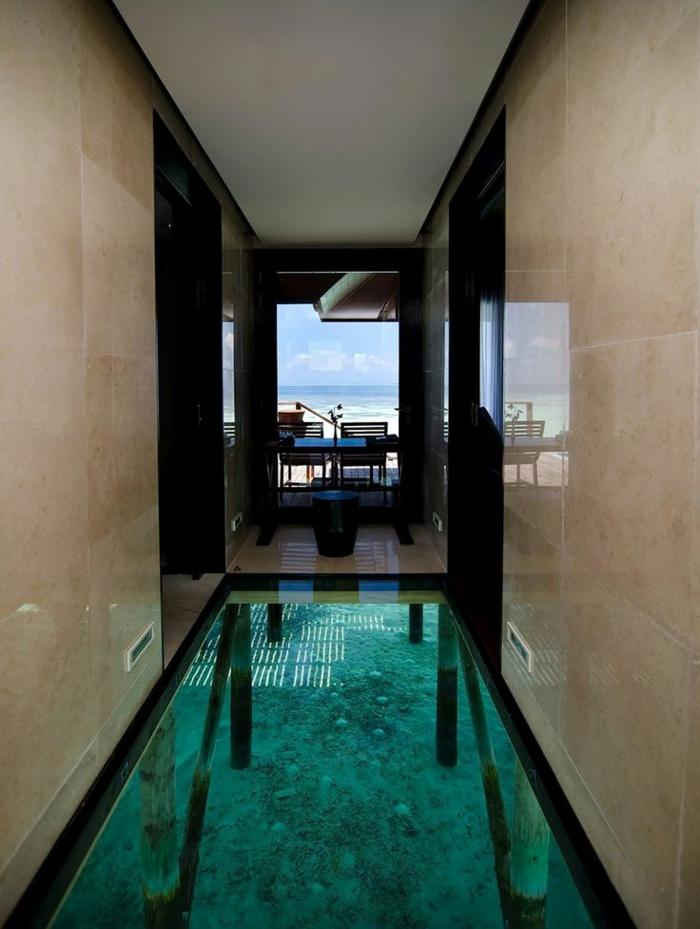 1-sol-en-en-verre-plancher-en-verre-carrelage-de-verre-idée-insolite-maison-au-bord-de-la-mer