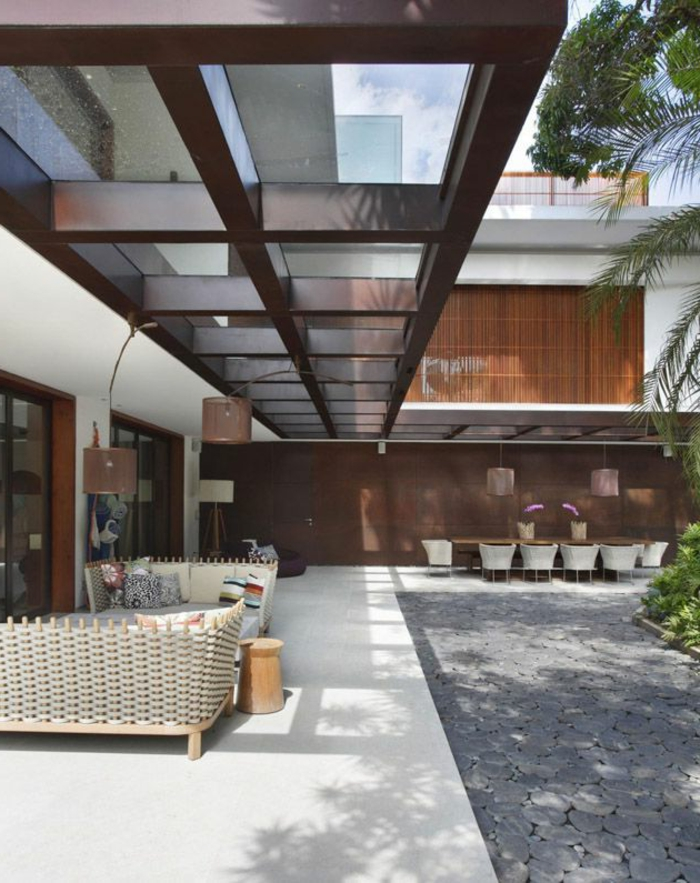 1-sol-en-verre-sol-transparent-cour-jardin-maison-moderne-idée-arbres-summer-house