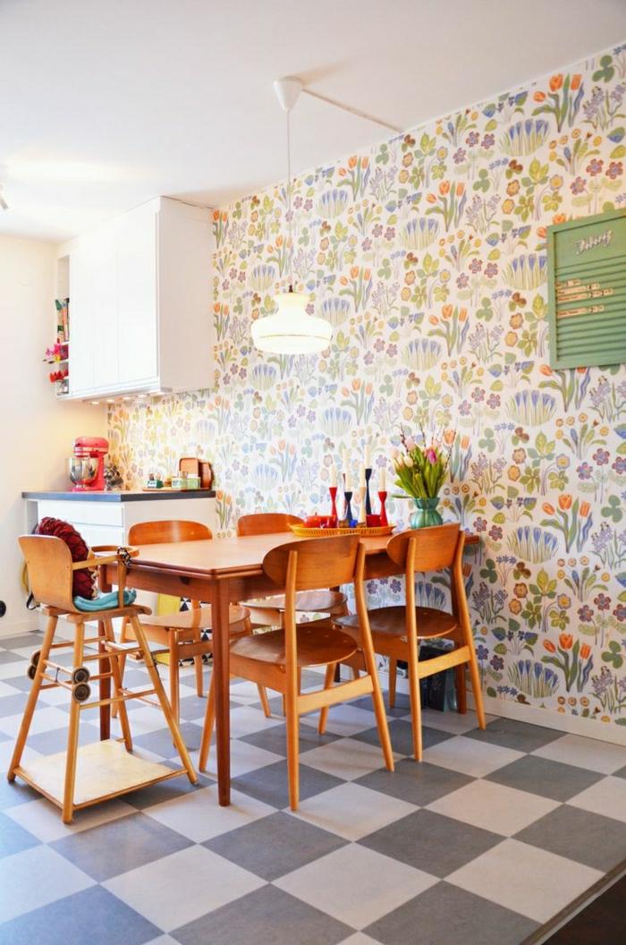 1-table-haute-de-cuisine-en-bois-carrelage-blanc-noir-table-en-bois-lustre-mur-coloré