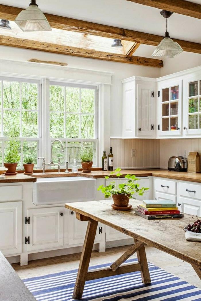 1-table-salle-a-manger-en-bois-table-haute-cuisine-tapis-coloré-bleu-blanc-plante-verte