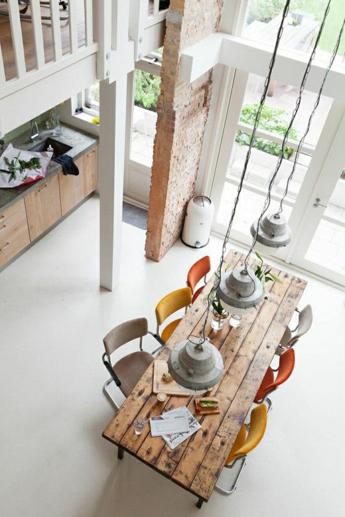 1-table-salle-a-manger-en-bois-table-haute-cuisine-vaste-studio-atelier