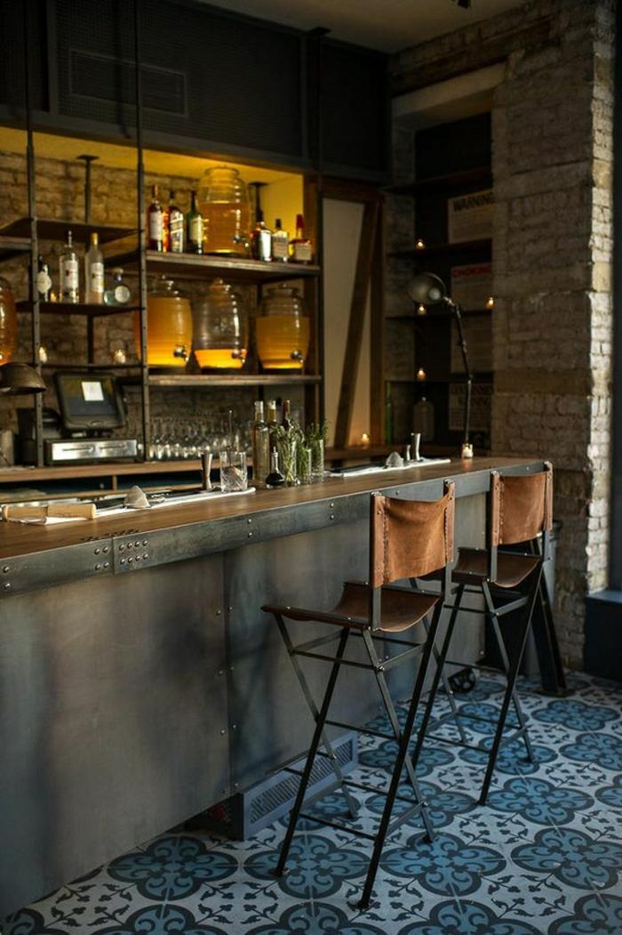 1-tabouret-de-bar-haute-carrelage-bleu-chaise-marron-bar-en-bois-cuisine-moderne