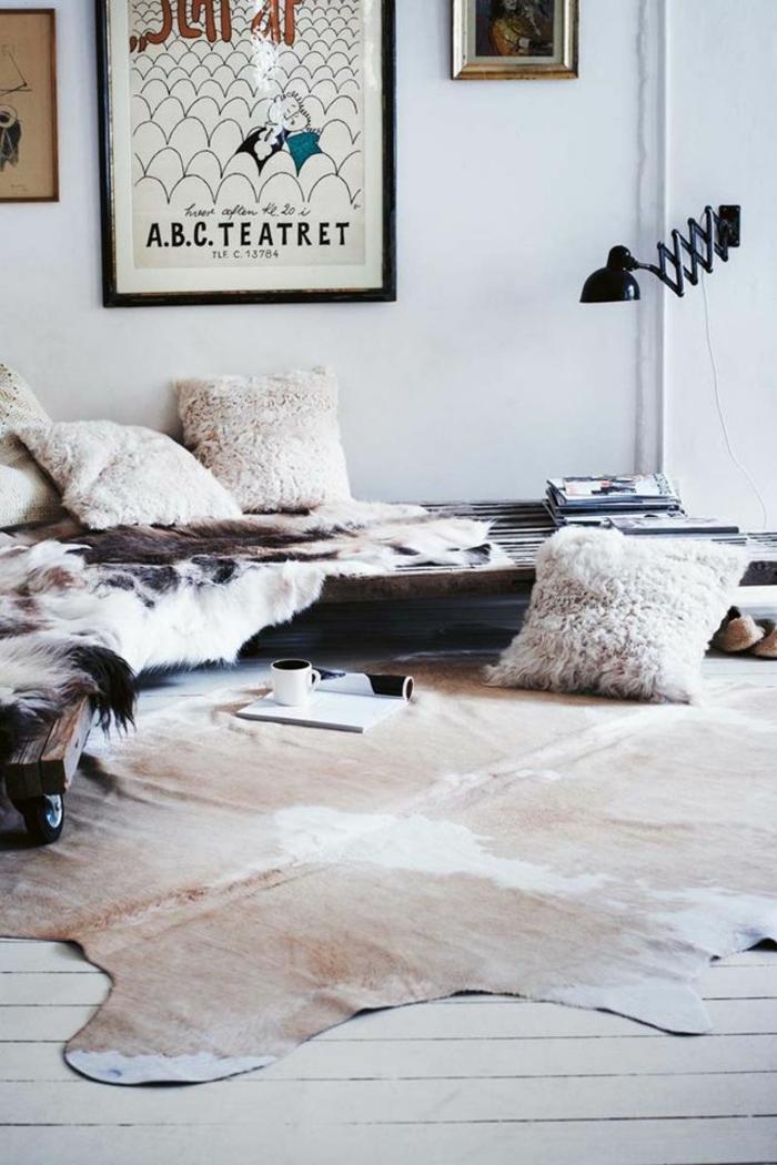 1-tapis-en-peau-parquet-salon-ambiance-cocooning-tapis-en-peau-de-vache
