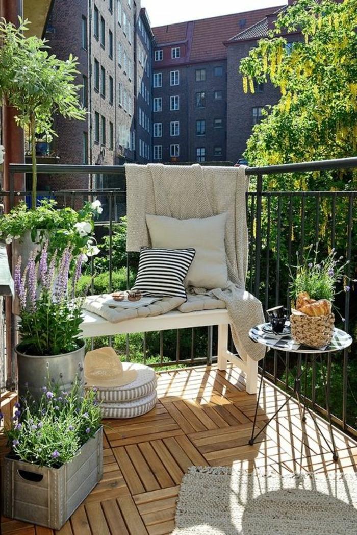 1-terrasse-deco-aménager-sa-terrasse-deco-terrasse-plantes-vertes-table-de-terrasse