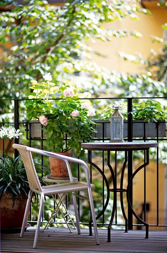 1-terrasse-en-ville-sol-plancher-en-bois-chaise-pour-la-terrasse-belle-vue