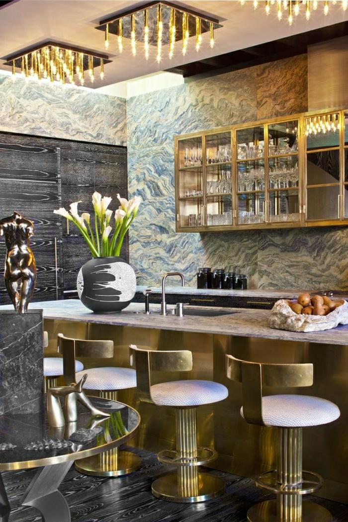 1-une-cuisine-de-luxe-chaise-bar-tabouret-de-cuisine-fleurs-murs-colorés