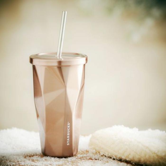 café-délicieux-de-starbucks-boisson-chaude-beau-gobelet