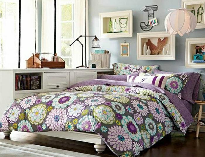 4-chambre-ado-fille-idée-créative-couvre-lit-lustre-fleur