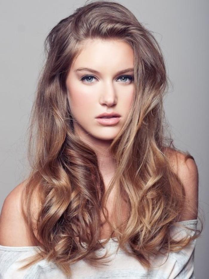 couleur-blond-foncé-belle-femme-cheveux-longs