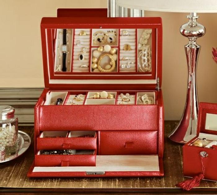 coffret-à-bijoux-rouge-en-cuir