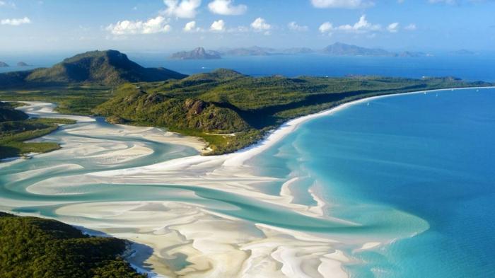 A-Whitehaven-Beach-Whitsunday-Island-Australia-les-plus-belles-plages-du-monde-resized