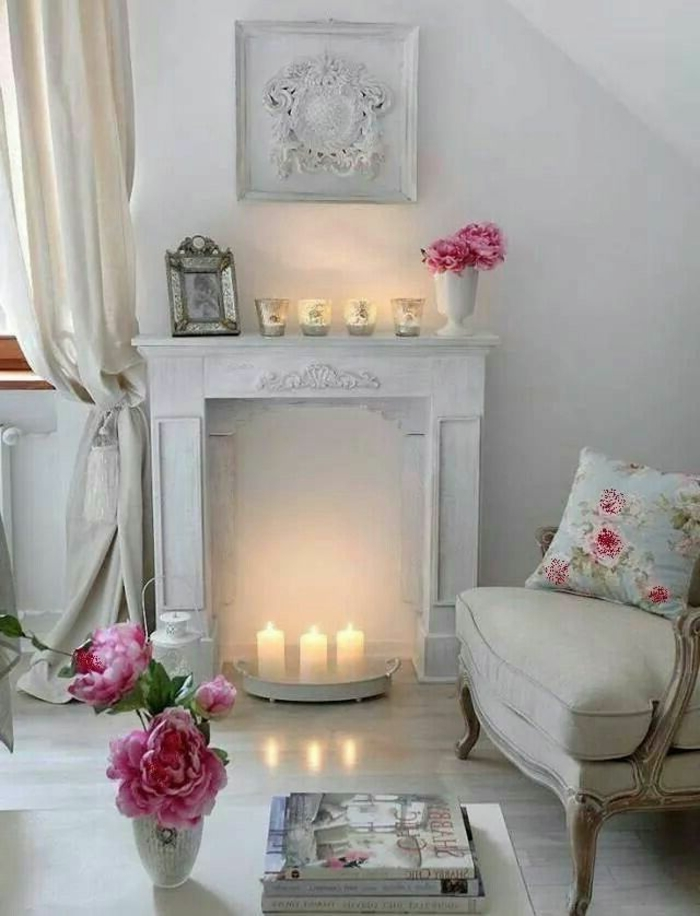Ambiance-romantique-pour-votre-chambe-fleurs-cheminée-bougies