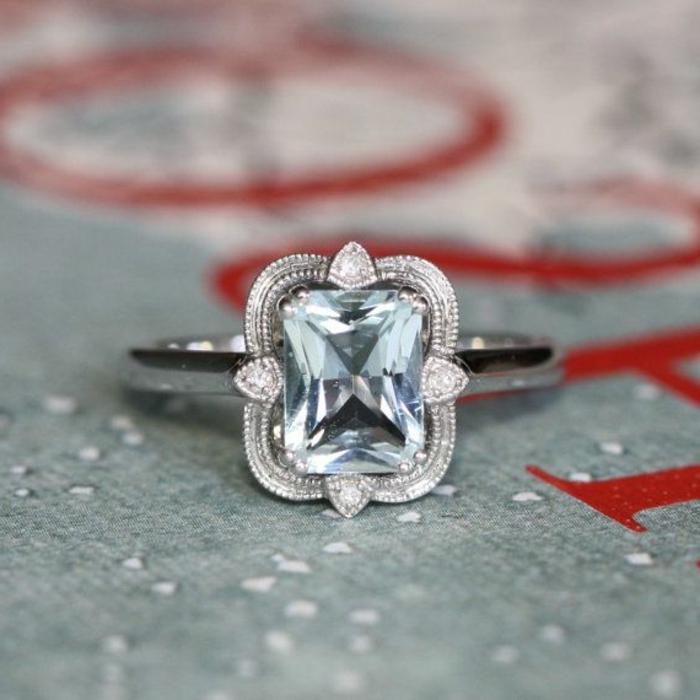 Anneau-aigue-marine-pierre-incrusté-avec-cristaux
