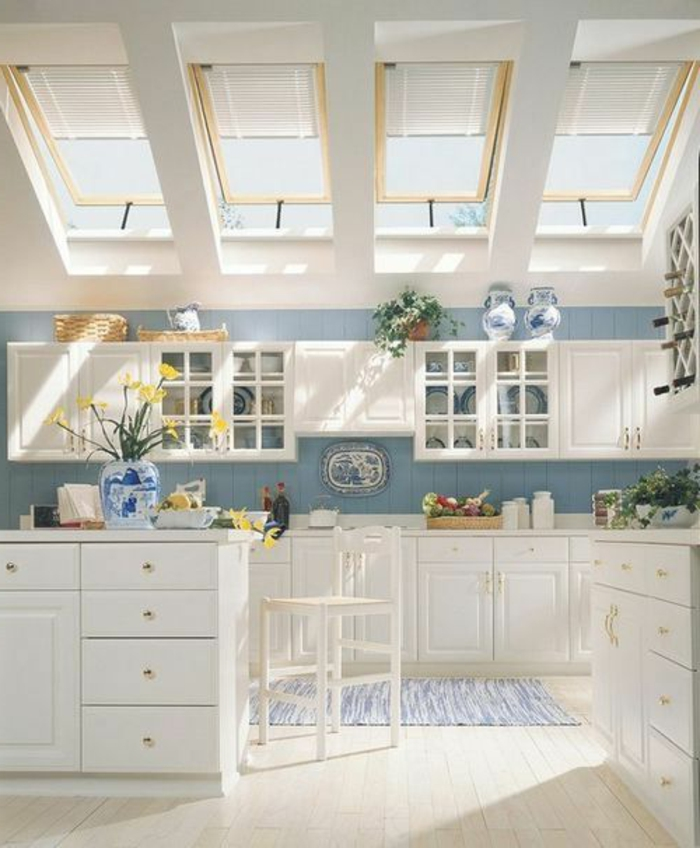 Appartement-romantique-toit-fenêtre-sans-la-cuisine-rustique-sympa
