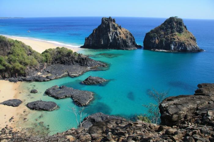Baía-do-Sancho-Fernando-de-Noronha-les-plus-belles-plages-du-monde-resized