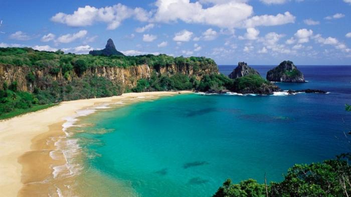 Baia-do-Sancho-Fernando-de-Noronha-Brazil-les-plus-belles-plages-du-monde-resized