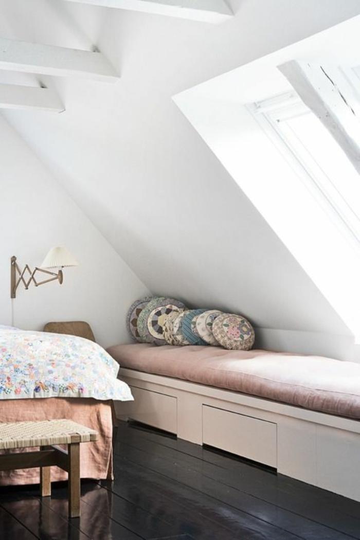 Belle-vue-d'un-fenêtre-de-toit-velux-chambre-a-coucher