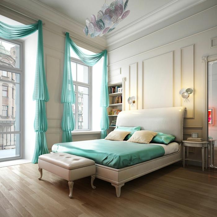 Bleu-claire-pour-la-déco-de-ma-chambre-lit-coussins-coucher-grande-fenetre-porte