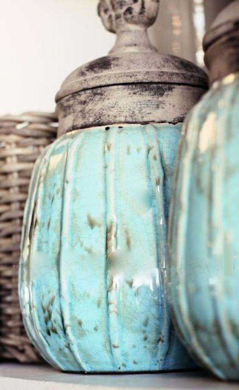Bleu-claire-pour-la-déco-de-ma-chambre-pot-détail-en-bleue