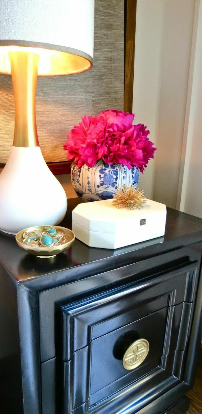 Bouquet-pivoine-fleur-jolie-déco-idée-chevet-noir