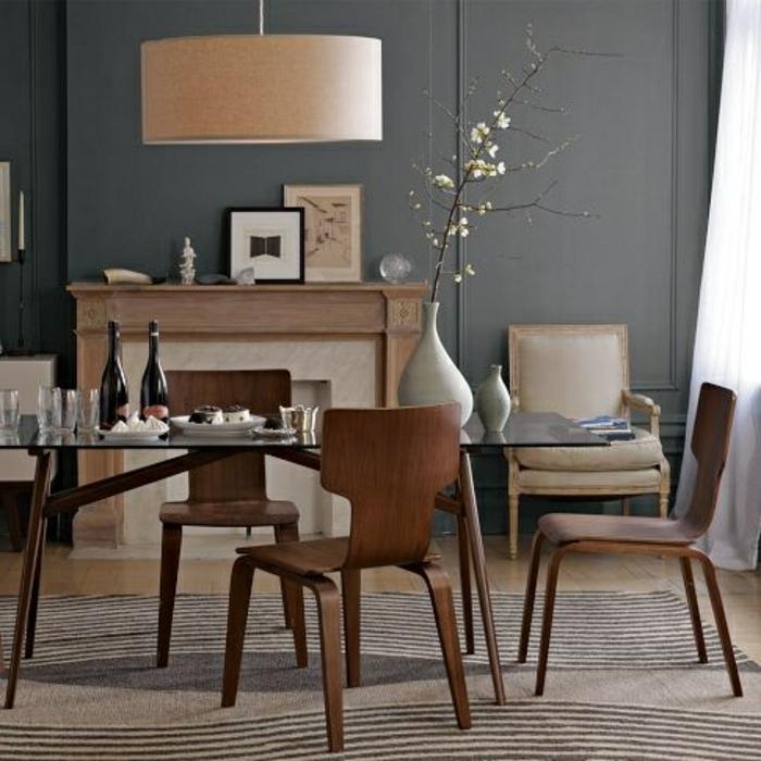 Caramel-couleur-intérieur-idee-creative-chaises-de-salle-a-manger