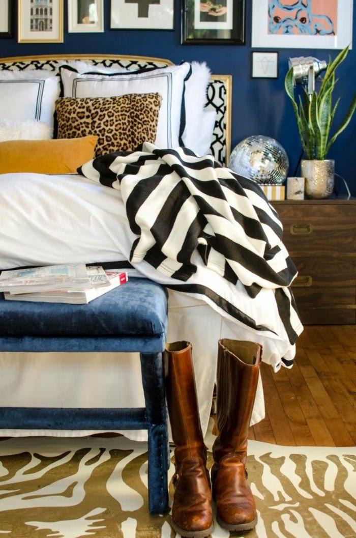 Caramel-couleur-intérieur-idee-creative-lit-coussins-table-de-chevet-amenagement
