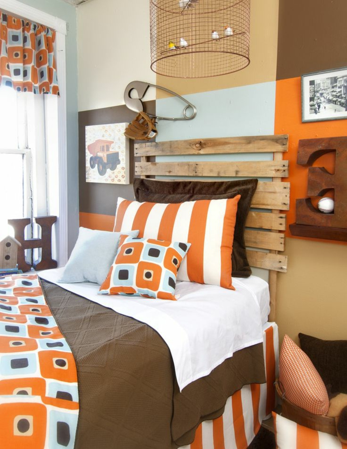 Caramel-couleur-intérieur-idee-creative-lit-tete-de-lit-orgeuille