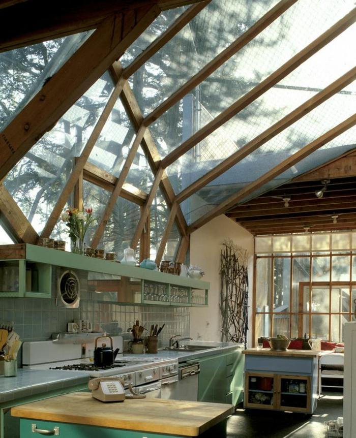 Châssis-pvc-sur-le-toit-lumière-la-cuisine-rustique