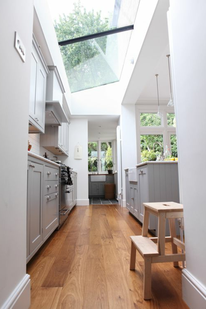 Châssis-pvc-sur-le-toit-lumière-petite-cuisine-deco-arrangement
