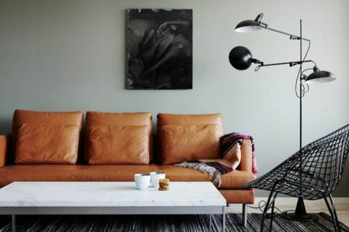Couleur-caramel-sur -murs-et-mobilier-canape-cuir