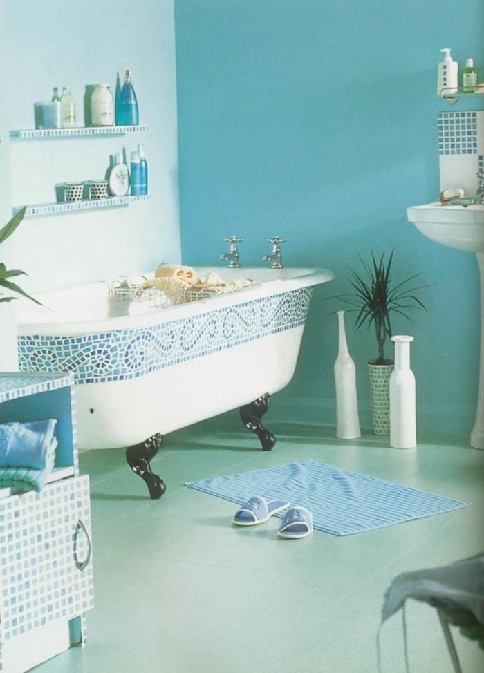 Décoration-en-couleur-marine-aigua-salle-de-bain-bath-tube