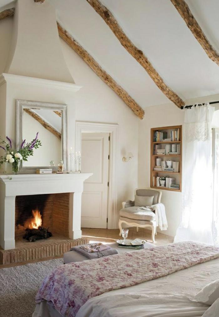 Deco-chambre-romantique-idées-lit-fauteuil-cheminée