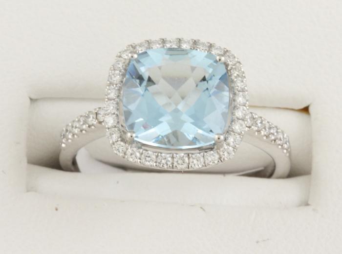 En-aigue-marine-bague-proposition-mariage-anneau