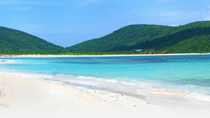 Flamenco-Beach-Culebra-Puerto-Rico-les-top-10-plages-du-monde-resized