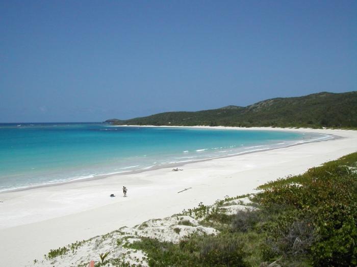 Flamenco-Beach-Culebra-Puerto-Rico-une-des-plus-jolies-plages-du-monde-resized