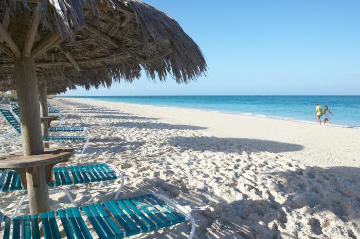 Grace-Bay-Providenciales-Turks-and-Caicos-Island-les-plus-belles-plages-du-monde-resized