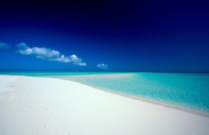 Grace-Bay-Providenciales-Turks-and-Caicos-Islands-les-plus-belles-plages-du-monde-resized