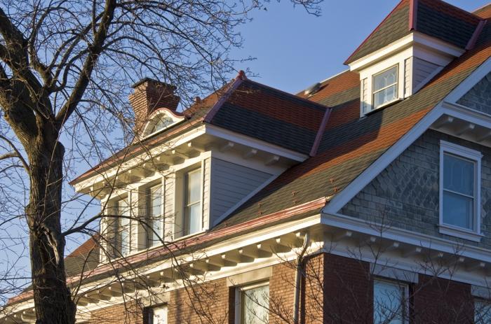 Idée-extérieur-maison-lucarne-façade-cheminée
