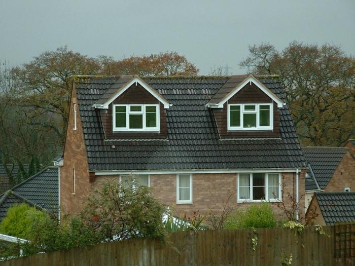 Idée-extérieur-maison-lucarne-le-toit-haute