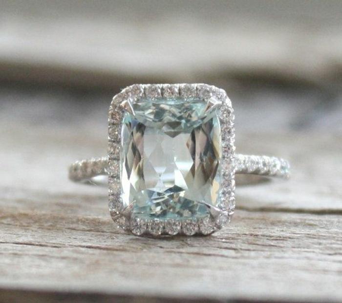 La-bague-pierre-precieux-bleu-carré-cristaux