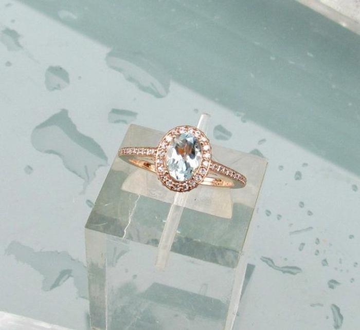 La-bague-pierre-precieux-bleu-or-et-cristaux