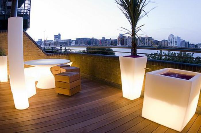 Lampe-exterieure-pot-de-fleur-balcon-terasse