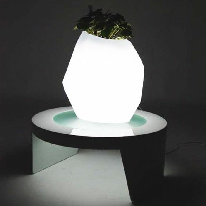 Lampe-exterieure-pot-de-fleur-blanc-forme-originale