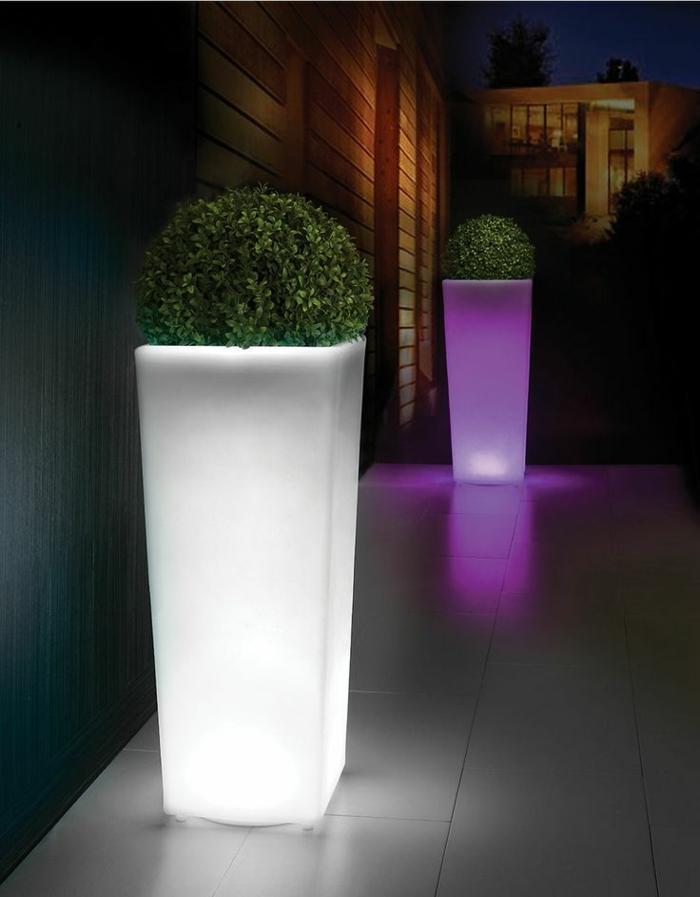 Lampe-exterieure-pot-de-fleur-maison