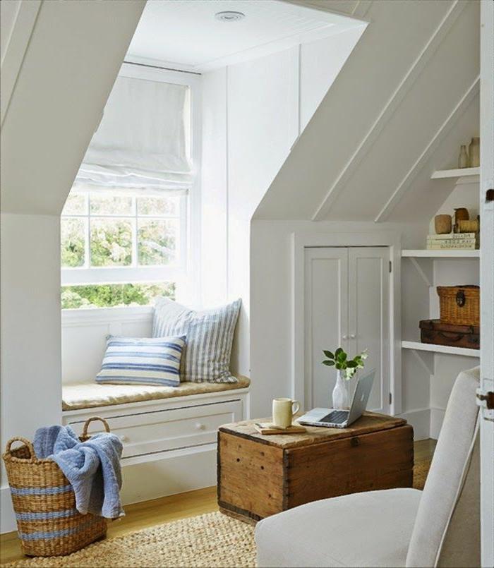 Le-lucarne-de-toit-l-intérieur-beau-espace-lumineux