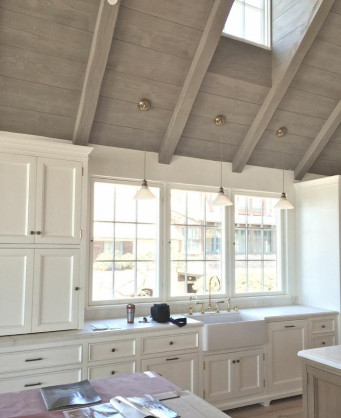 Le-lucarne-de-toit-l-intérieur-une-cuisine