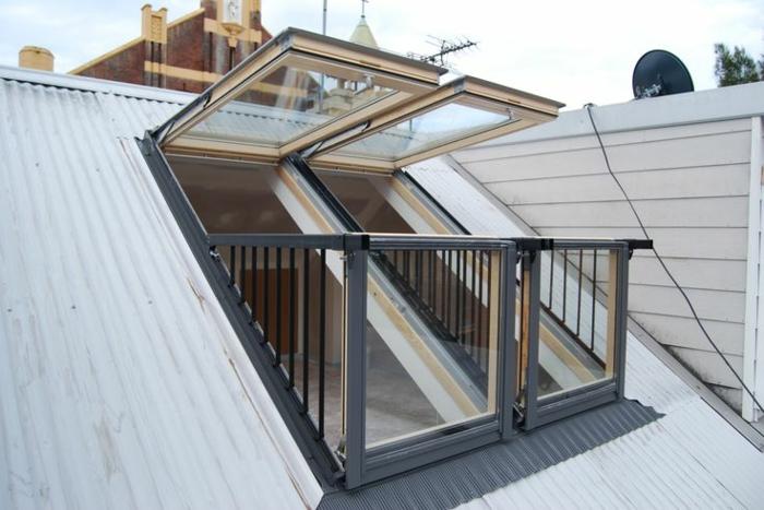 Lucerne-de-toit-maison-jolie-fenêtres-qui-s-oeuvrent