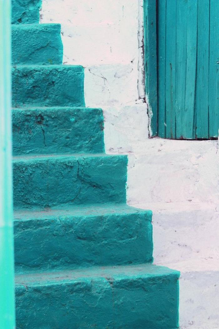 Porte-d-entrer-aigue-marine-couleur-escalier-la-grece-maison-blanche-et-bleue